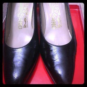 Authentic Ferragamo black low heels 👠